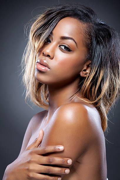 jeune beauté avec une peau parfaite noir - black beauty photos et images de collection