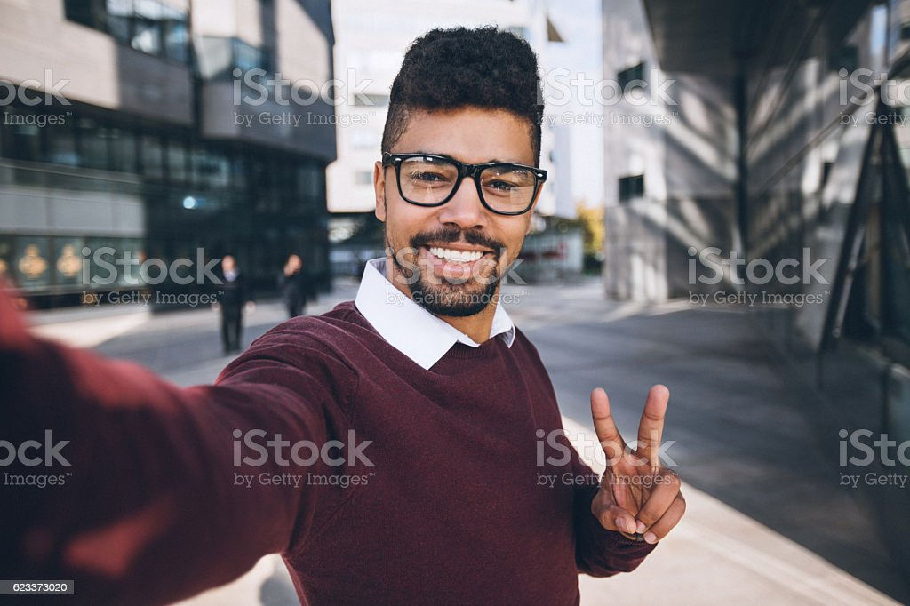 Young black business man taking funny selfie – Foto