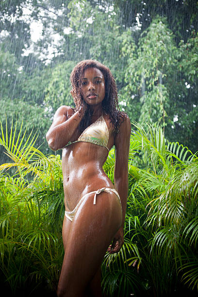 young black woman dancing bajo la lluvia - mujeres dominicanas fotografías e imágenes de stock