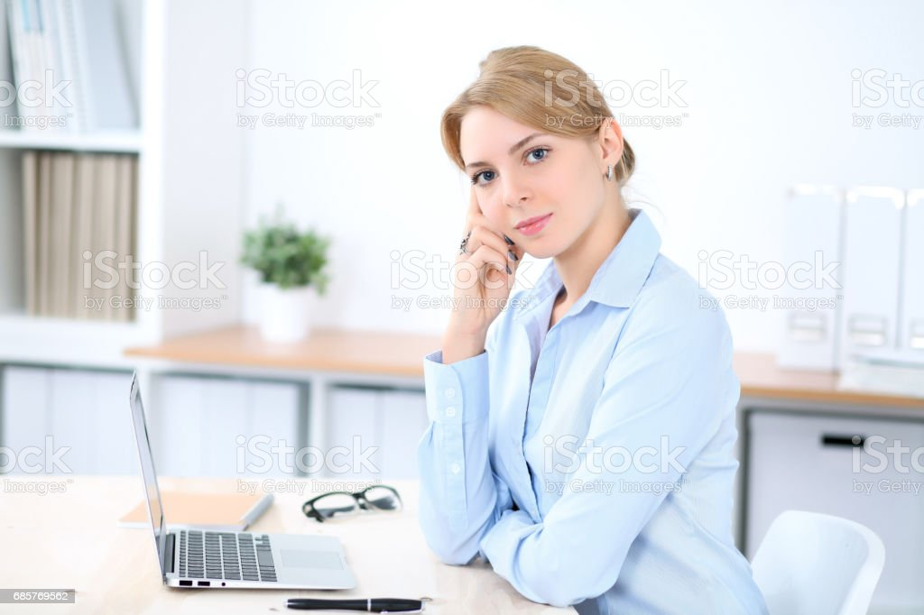 Young blonde business woman with laptop in the office. Business concept foto stock royalty-free