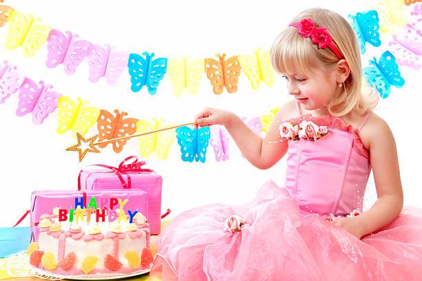 geburtstagsfeier party - prinzessinnen torte stock-fotos und bilder