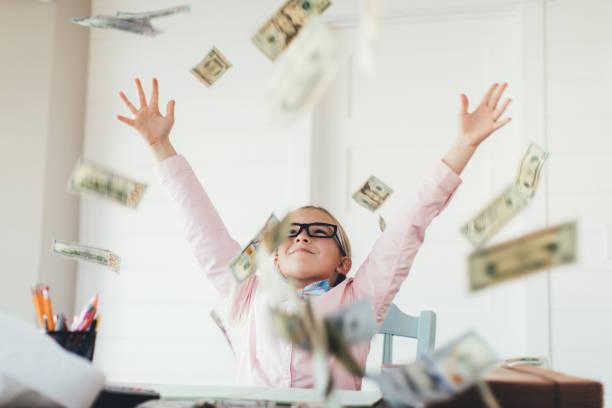 Junge Unternehmer Geld fallen fangen – Foto