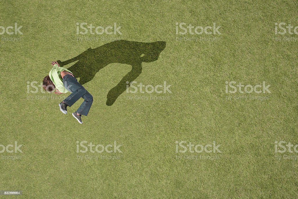 Young boy doing cartwheel in grass royalty free stockfoto