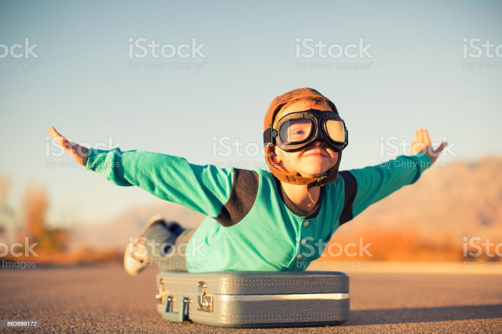 Young Boy Dreams of Air Travel - foto stock