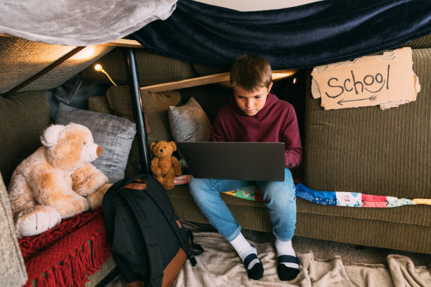 Young Boy in Home School Couch Fort – Foto