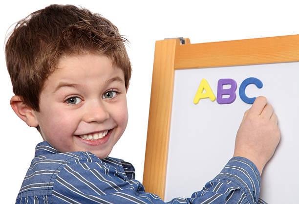 Junge Lernen Sie die ABC – Foto