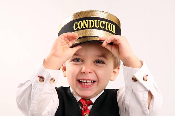 młody chłopiec rolę grają jako konduktor - konduktor pociągu zdjęcia i obrazy z banku zdjęć