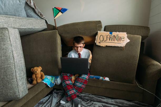 Young Boy Teleworking von zu Hause aus – Foto