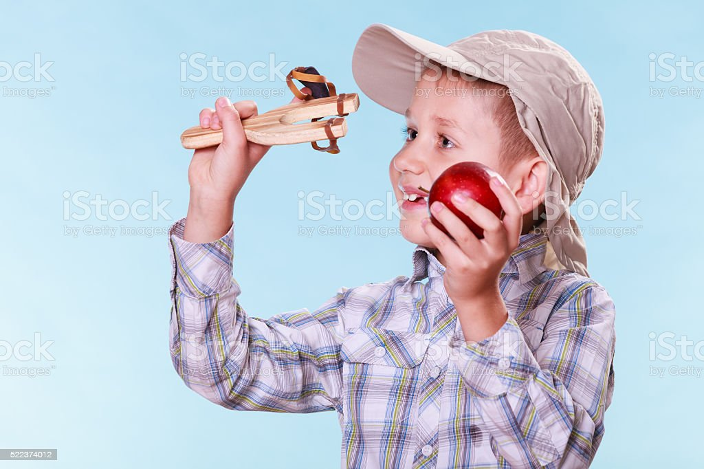 Junge Nutzung schlinge Aufnahme für apple. – Foto