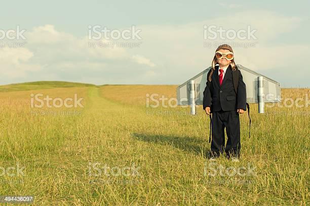 Junge Mit Businessanzug Und Ein Jetpack Stockfoto und mehr Bilder von 4-5 Jahre
