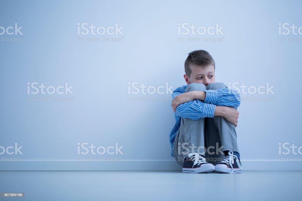 Junge mit Überempfindlichkeit Lizenzfreies stock-foto