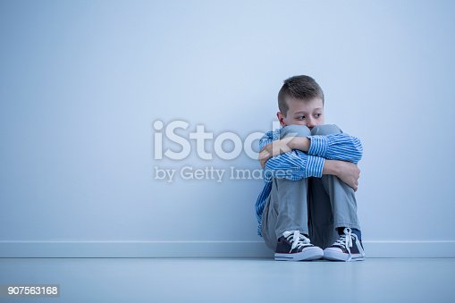 istock Young boy with hypersensitivity 907563168