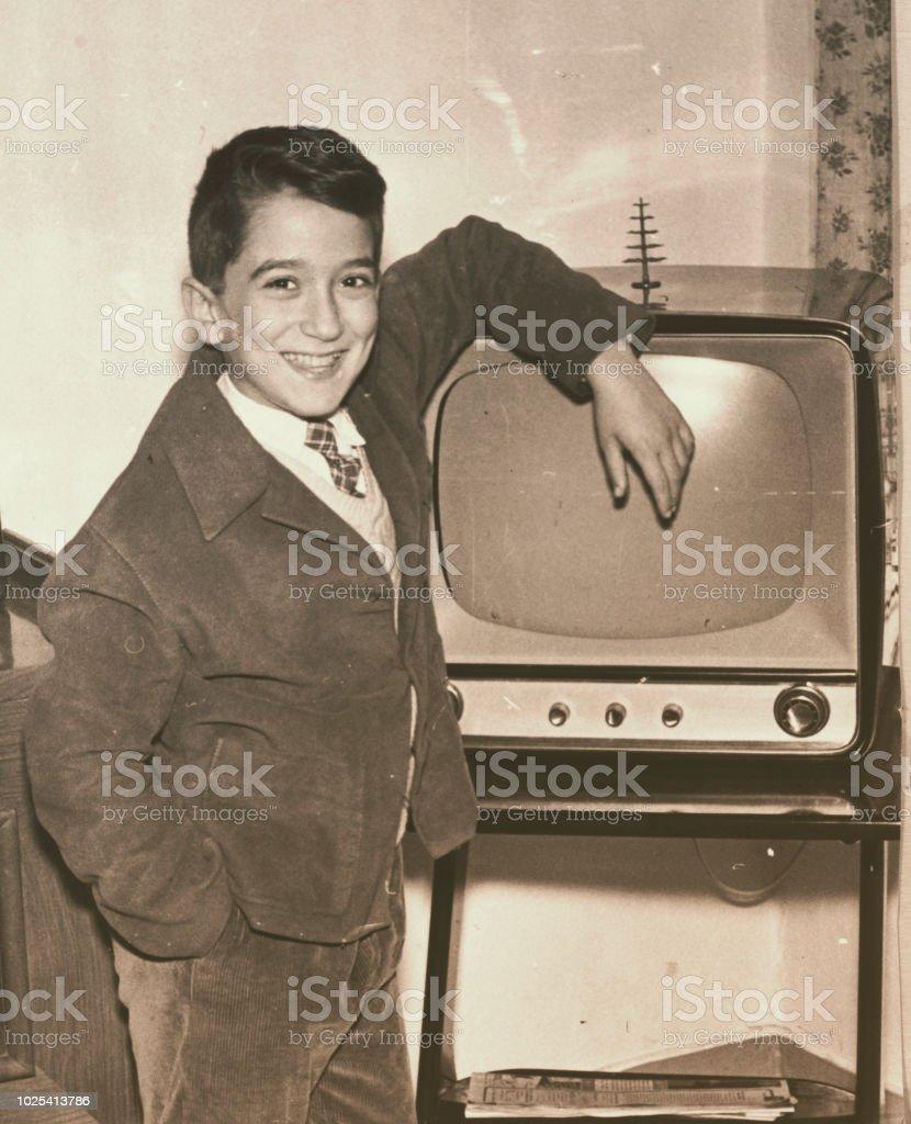 1957-Junge mit Fernsehen – Foto