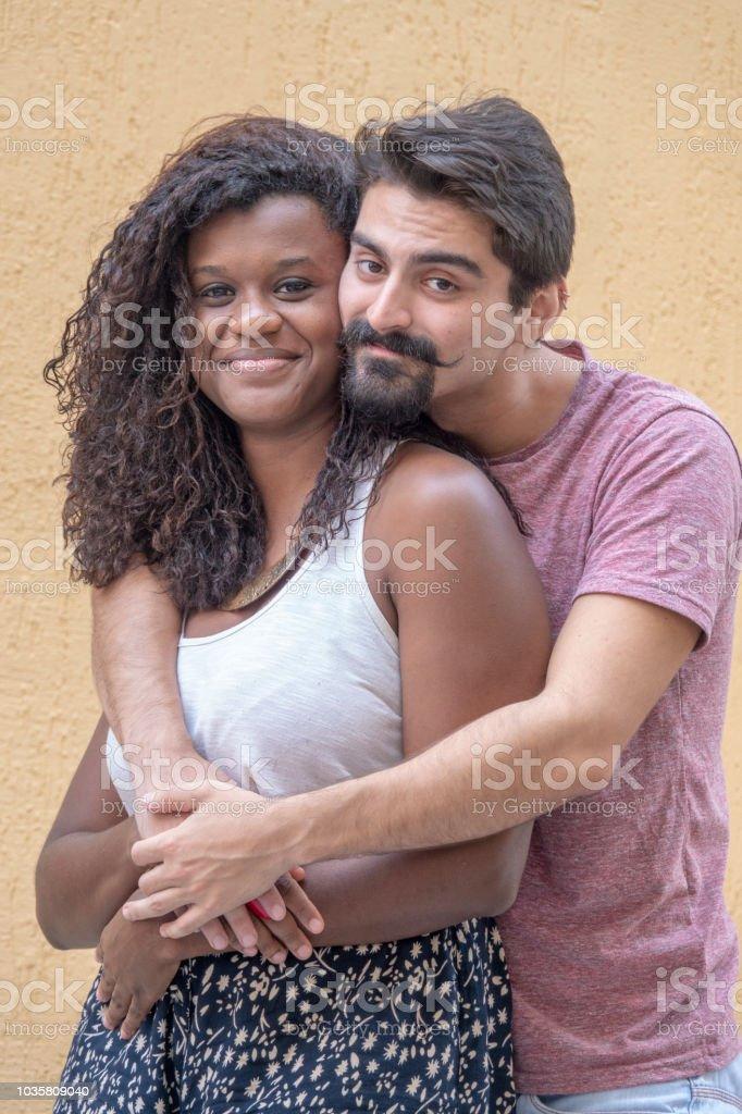 Jovem casal brasileiro - foto de acervo