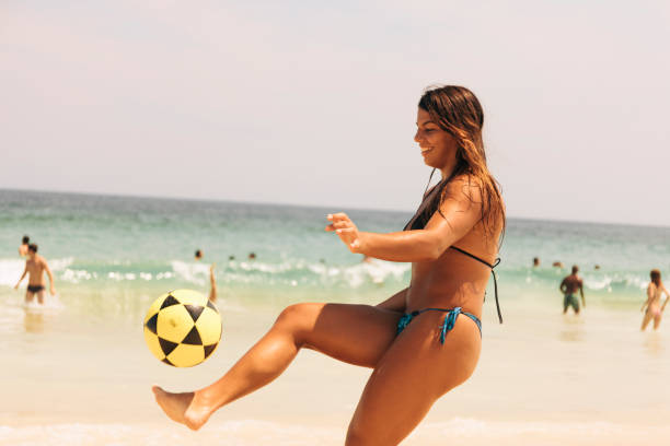 Young Brazilian woman playing Futebol at Ipanema Beach Young Brazilian woman playing Futebol at Ipanema Beach, Rio de Janeiro, Brazil. futebol stock pictures, royalty-free photos & images