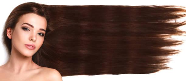 jonge brunette met lang en gezond haar - lang haar stockfoto's en -beelden