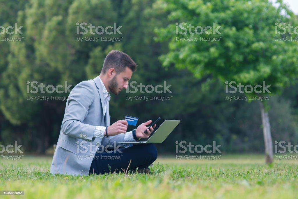 young business man, laptop computergenç iş a