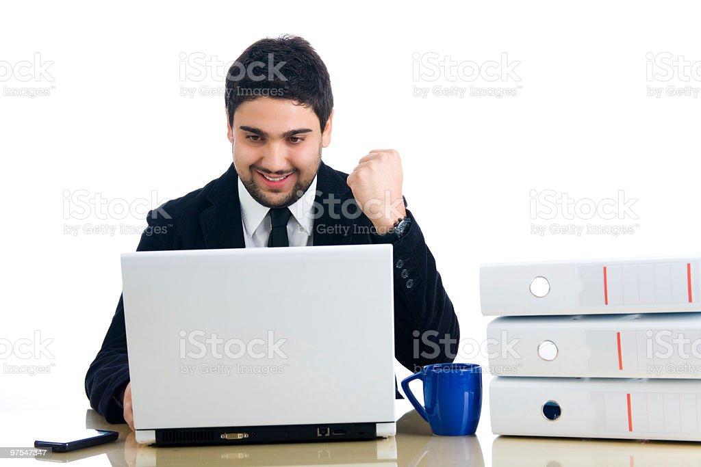 Jeune homme d'affaires montrant succès photo libre de droits