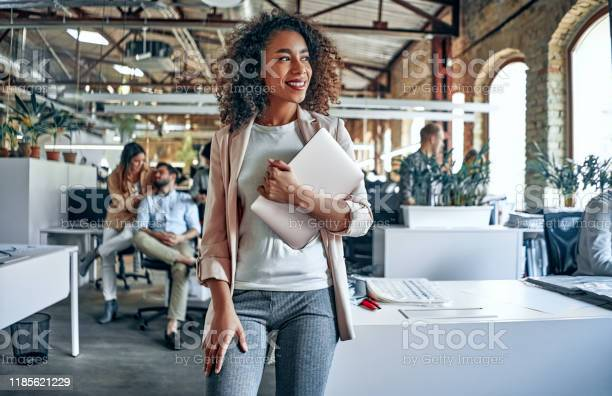 Young Business People In Office - Fotografias de stock e mais imagens de Adulto