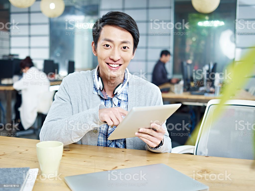 young business person working in office圖像檔