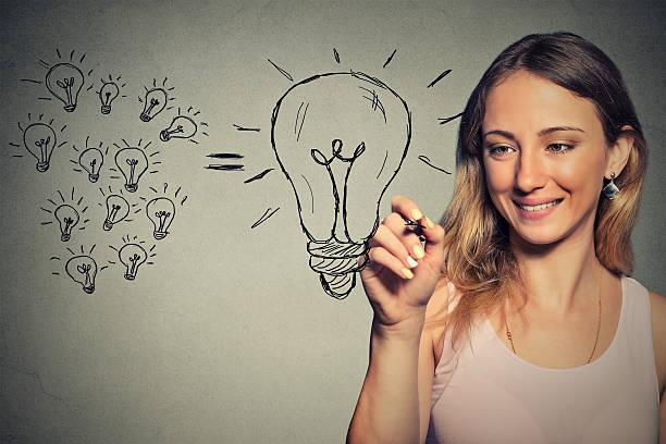 young business-frau mit einem big idea - zeichnen lernen mit bleistift stock-fotos und bilder