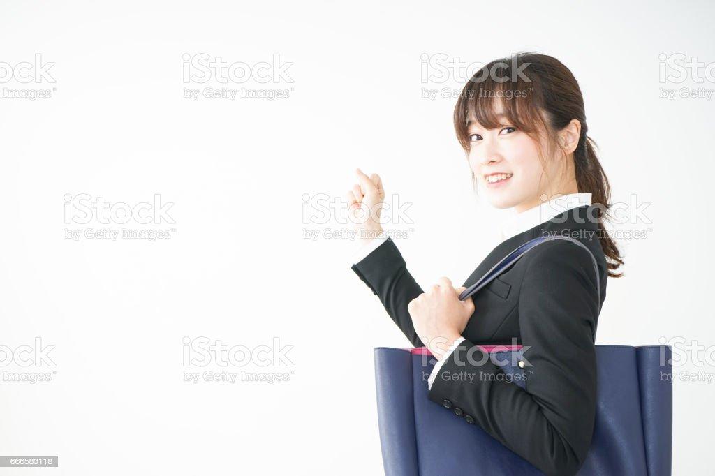 若いビジネス女性のウォーキング路上の - 1人のロイヤリティフリーストックフォト