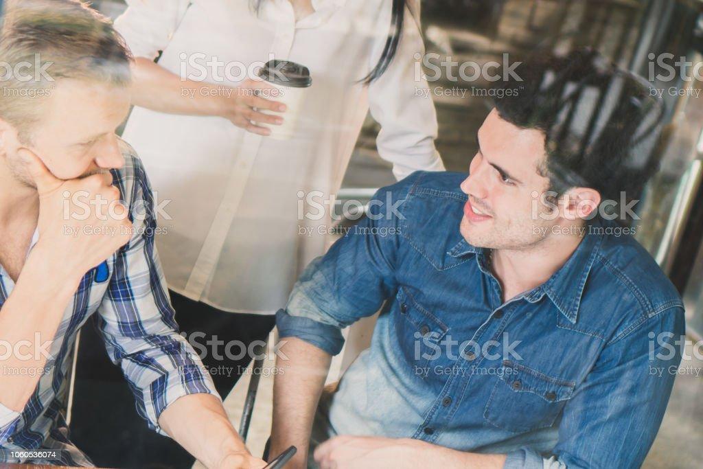 site de rencontres homme plus jeune femme juste des boissons datant