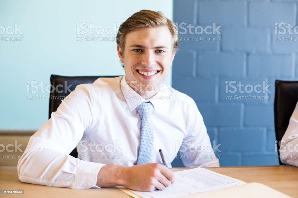 Jeune homme d'affaires dans les réunions d'affaires photo libre de droits