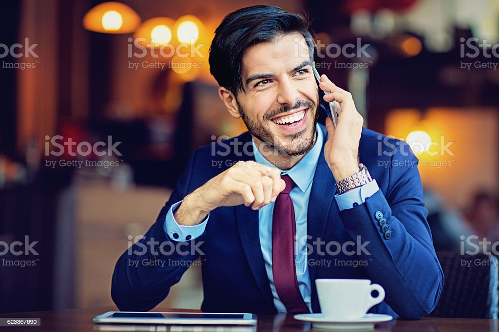 Young businessman is talking using his mobile phone – Foto