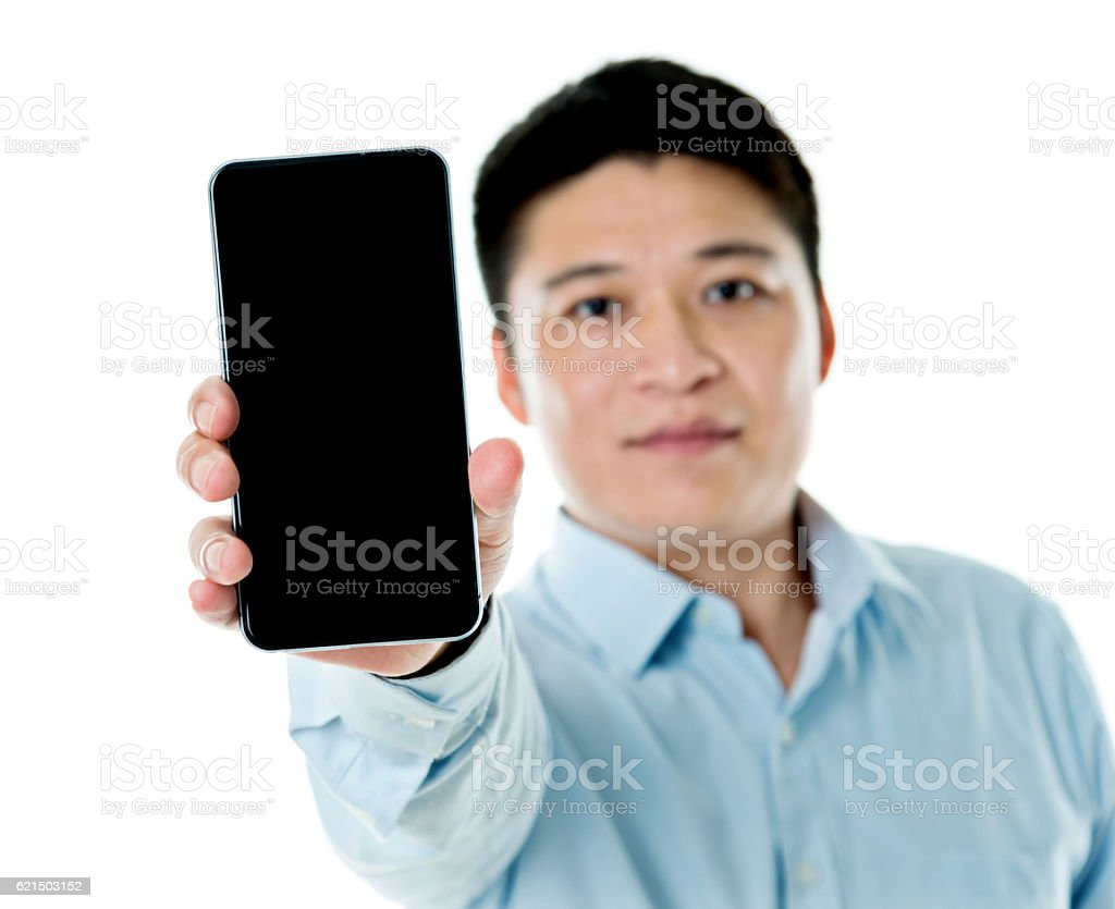 Young businessman showing smart phone Lizenzfreies stock-foto