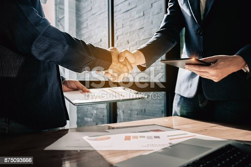 istock Young businessmen collaborate with partners to increase their bu 875093666