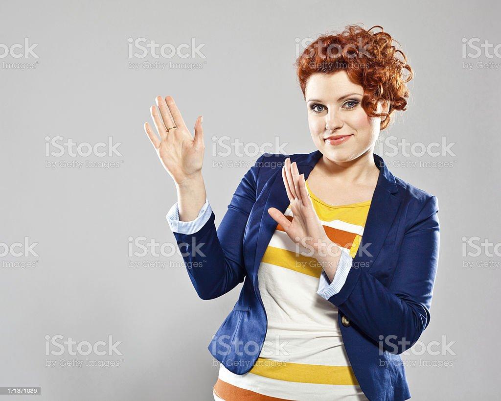 Junge Geschäftsfrau, die Präsentation – Foto