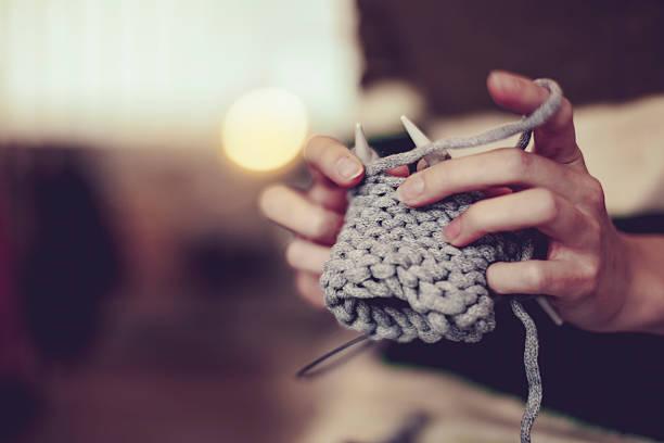 young businesswoman is working in her store - lavorare a maglia foto e immagini stock