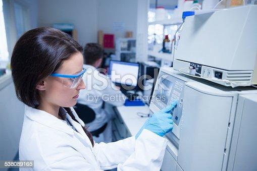 istock Young chemist using the machine 538089165