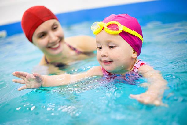 baby Schwimmen – Foto