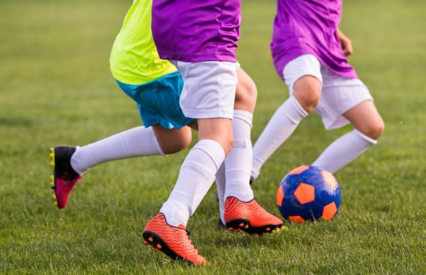 Junge Kinder Spieler Match am Fußballplatz – Foto