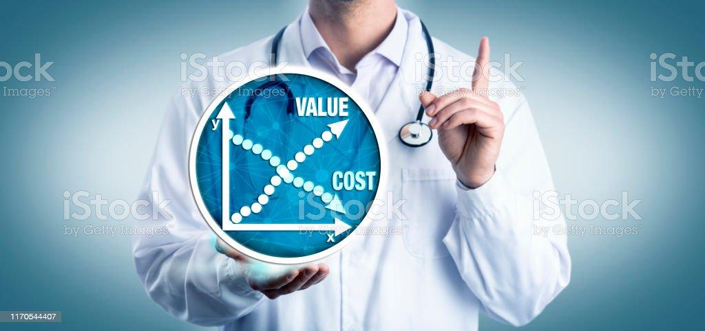 비용 대비 가치에 대한 젊은 임상자문 - 로열티 프리 가격 스톡 사진