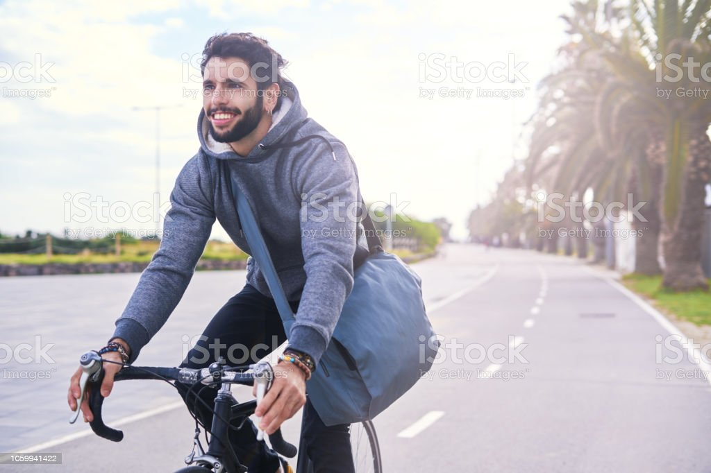 Junge Pendler mit dem Fahrrad. – Foto