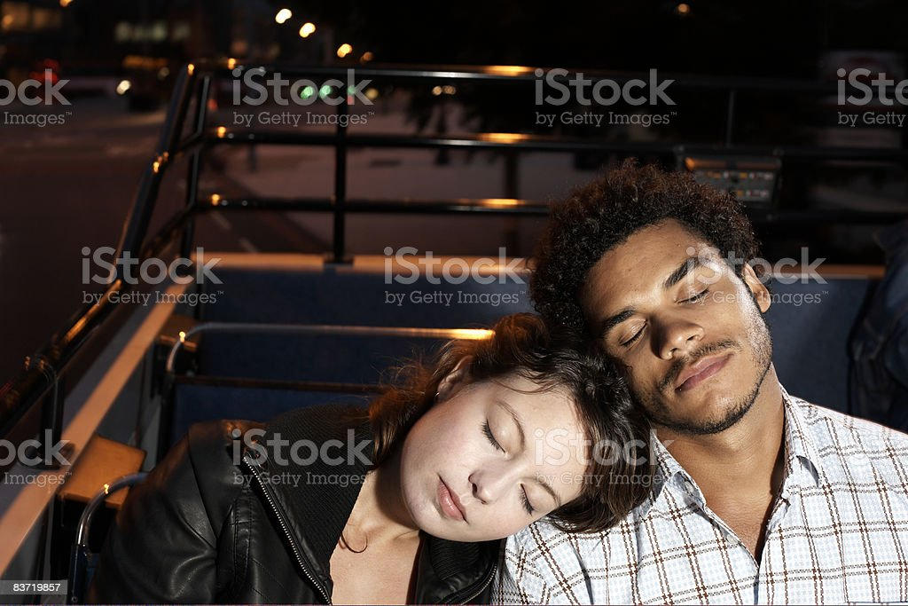 Young couple asleep on open top bus royalty free stockfoto