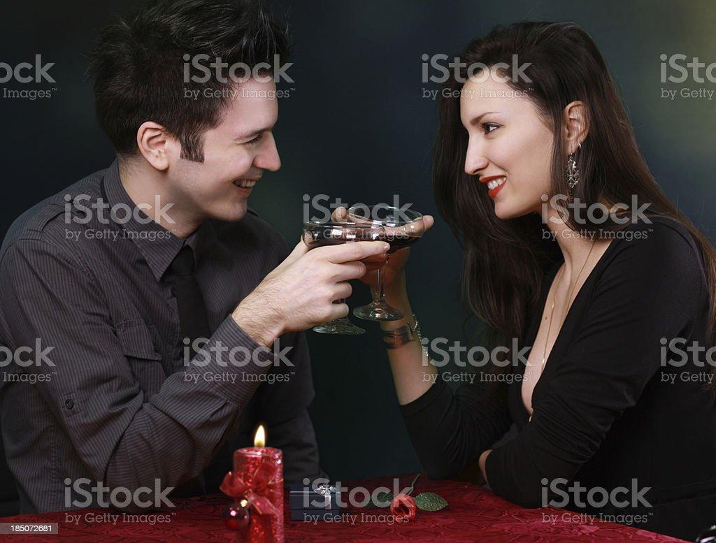 Junges Paar Feiern Sie den Valentinstag – Foto