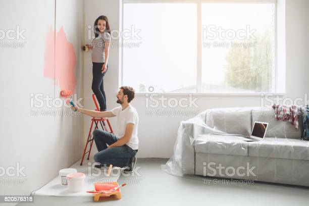 Young couple doing apartment repair together themselves picture id820576318?b=1&k=6&m=820576318&s=612x612&h=bhm2gxfc2jp4befg6cln oirr4i6pp9yfxuc953fwhs=
