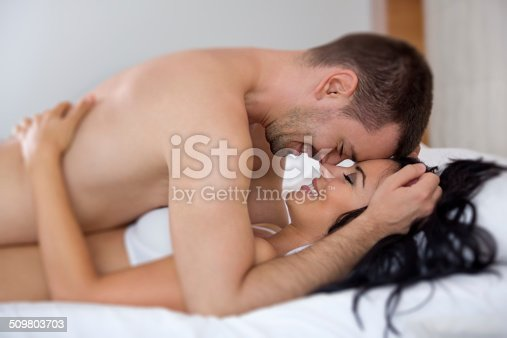 пара занимается сексом дома