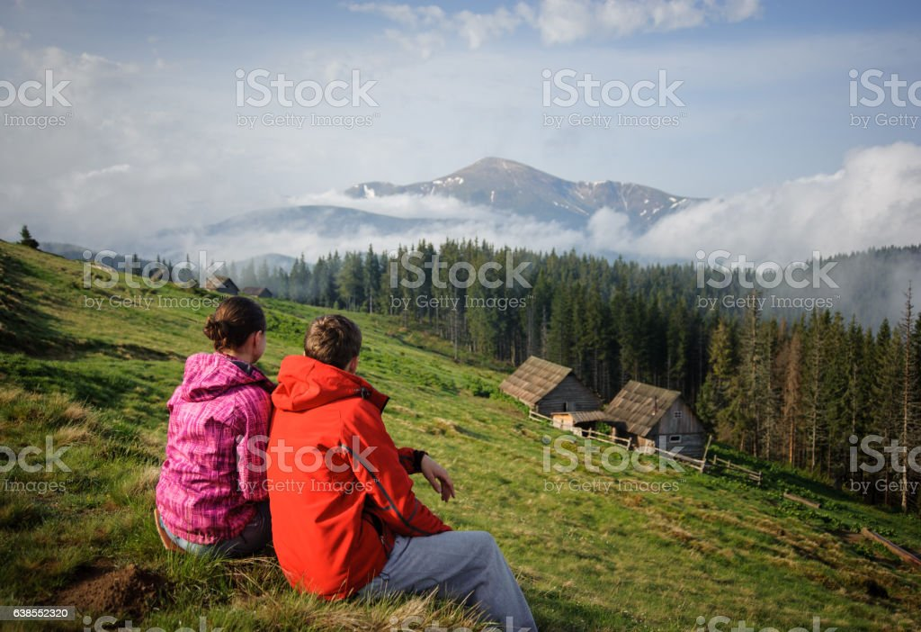 young couple enjoying in the Carpathian mountains - foto de acervo
