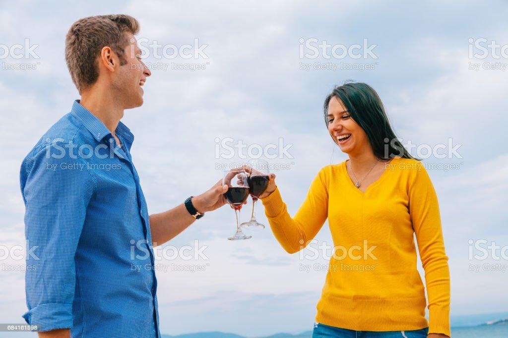 Young couple enjoying red wine on honeymoon foto stock royalty-free