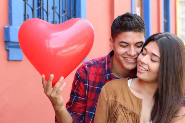junges paar, verliebt sich in - high school abschlußball stock-fotos und bilder