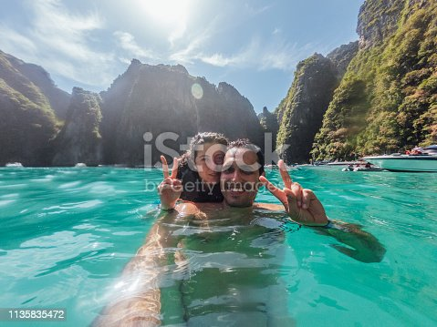 Young couple having a selfie in Phi Phi Island's sea - Thailand