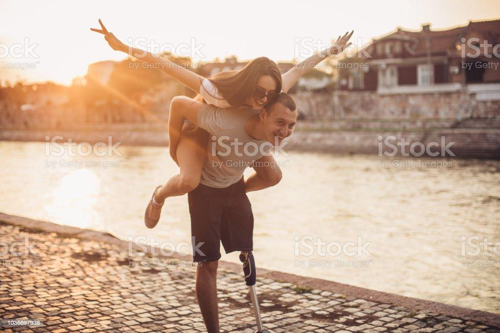 Junges Paar Spaß  – Foto