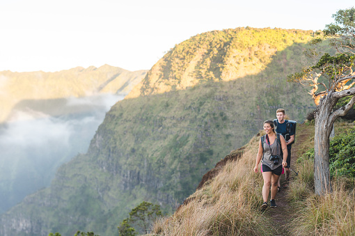 istock Young couple hiking in Hawaiian mountains 846511242