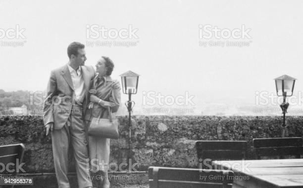 Young couple in 1950 picture id942958378?b=1&k=6&m=942958378&s=612x612&h=oap7tx5pmgabqq z 1sb5facd1at61zp9e4xjrvuc3w=