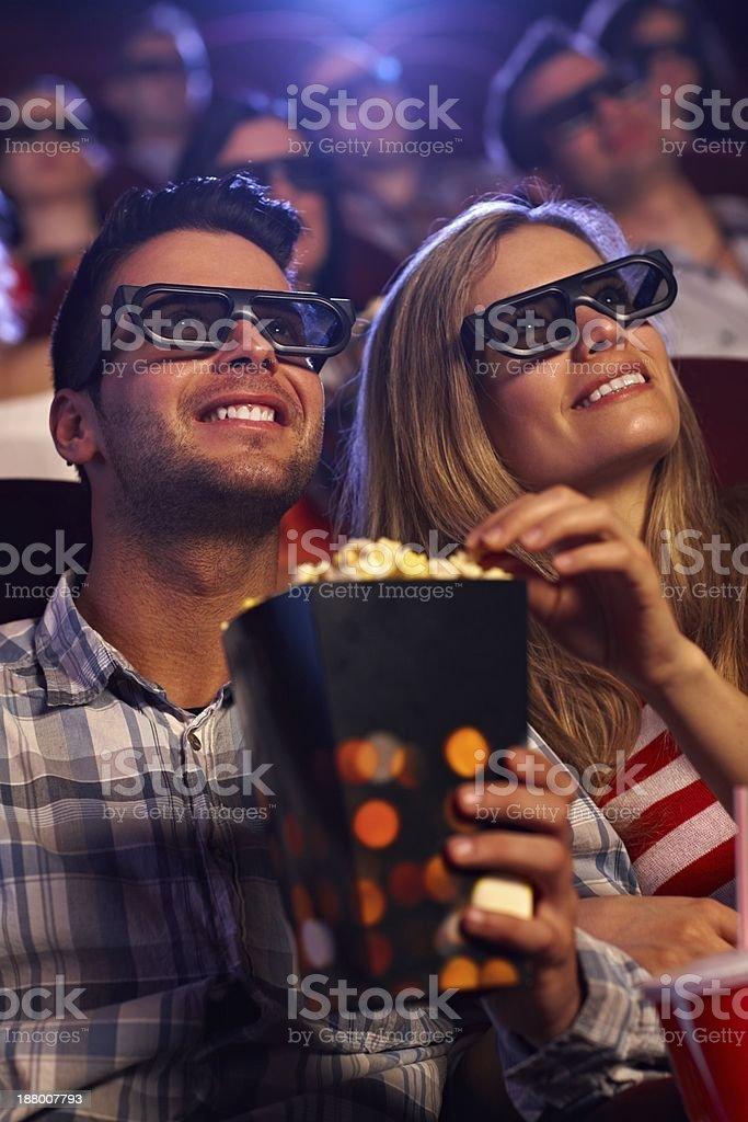 Junges Paar in 3D-Kino – Foto